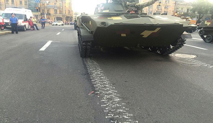 Танки в Киеве: мэру придется отремонтировать еще больше дорог