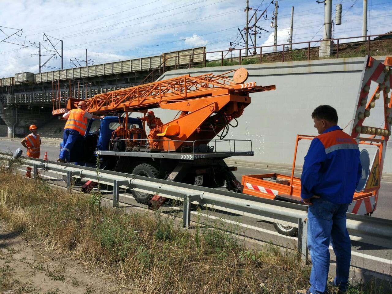Водители не будут ездить во мраке по Дарницкому мосту