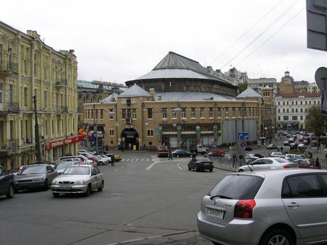На Бессарабке появится выходная пешеходная зона