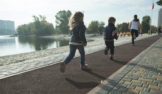 На озере Тельбин открыли современную беговую дорожку