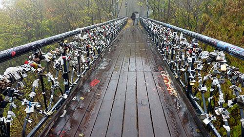 На мостике влюбленных создадут декоративную подсветку