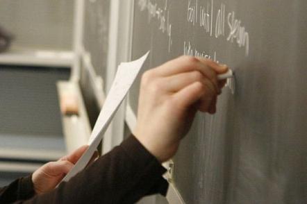 Учителям в Киеве на 30% поднимут зарплату