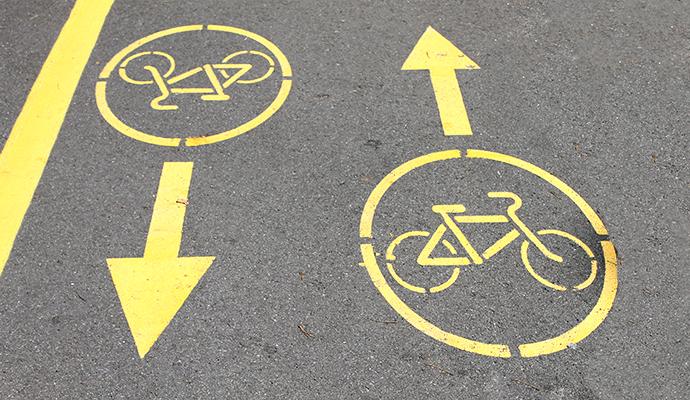 На Оболонской набережной ликвидируют велосипедную дорожку
