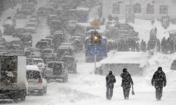Снегопад в Киеве: грузовикам ограничат въезд в город