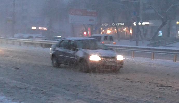 Зима в ноябре: в Киев ворвалась снежная стихия