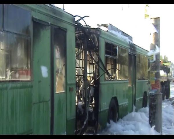 В Киеве на ходу сгорел троллейбус