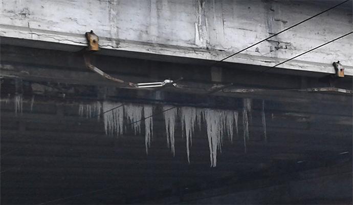 """Над проспектом Победы висит """"ледяная угроза"""""""