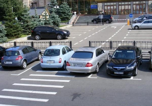 """Для """"героев парковок"""" в Киеве появится 120 тыс. машиномест"""