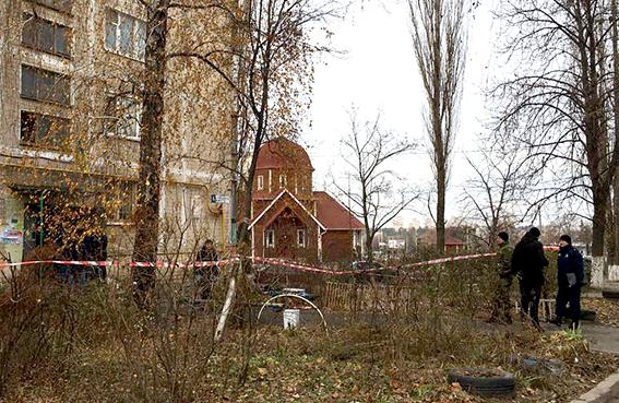 В Киеве убили молодого мужчину и выбросили в мусорный бак