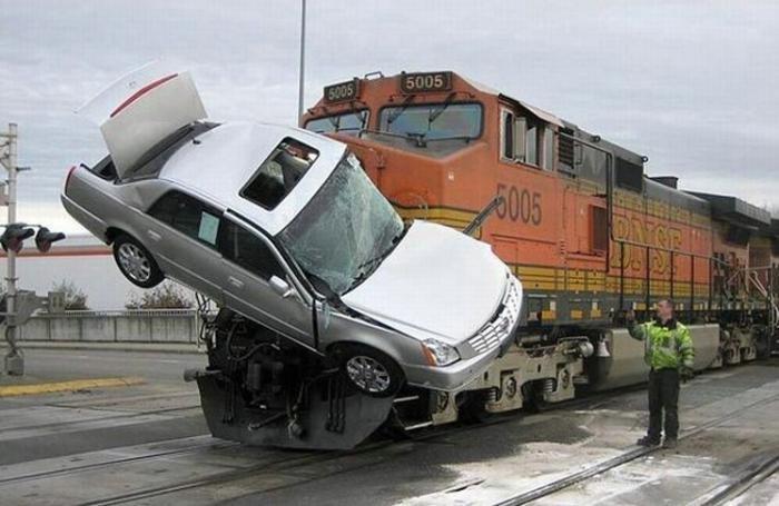 Не Киевщине электропоезд сбил легковой автомобиль