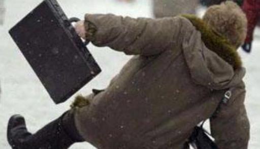 Киевские врачи рассказали, как надо падать на улицах