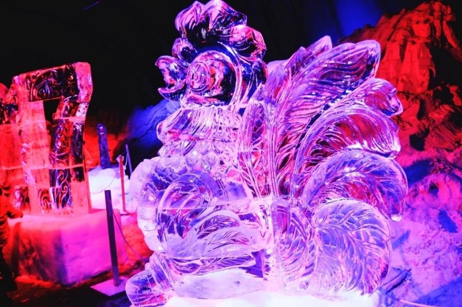 В Киеве открылась выставка зимних скульптур