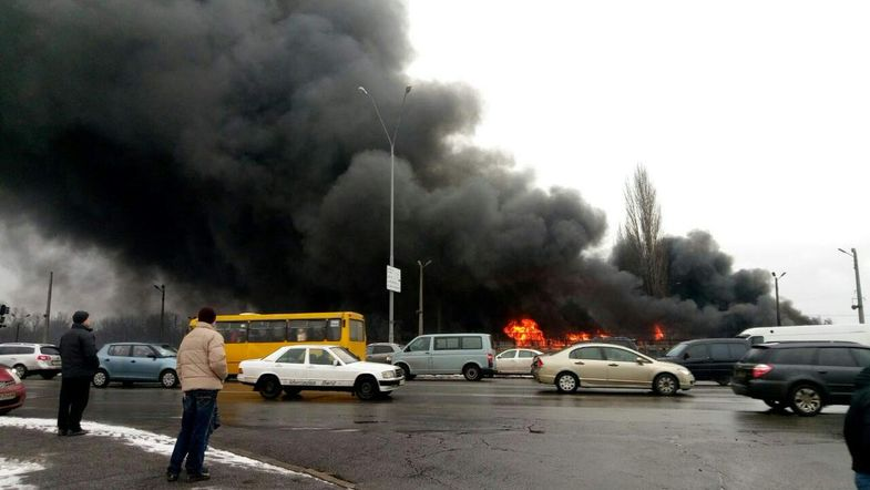 На Левом берегу Киева сгорели склады секонд-хэнда