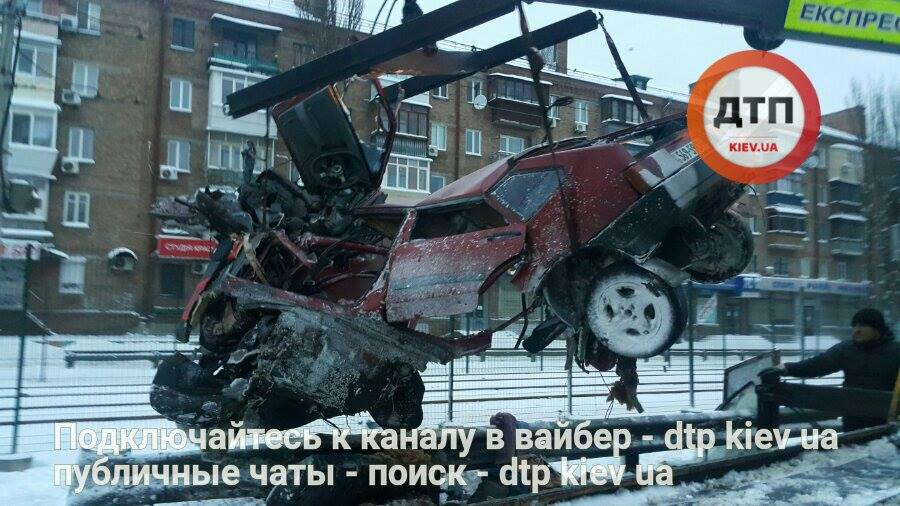 Смертельное ДТП на Комарова: машину разорвало надвое