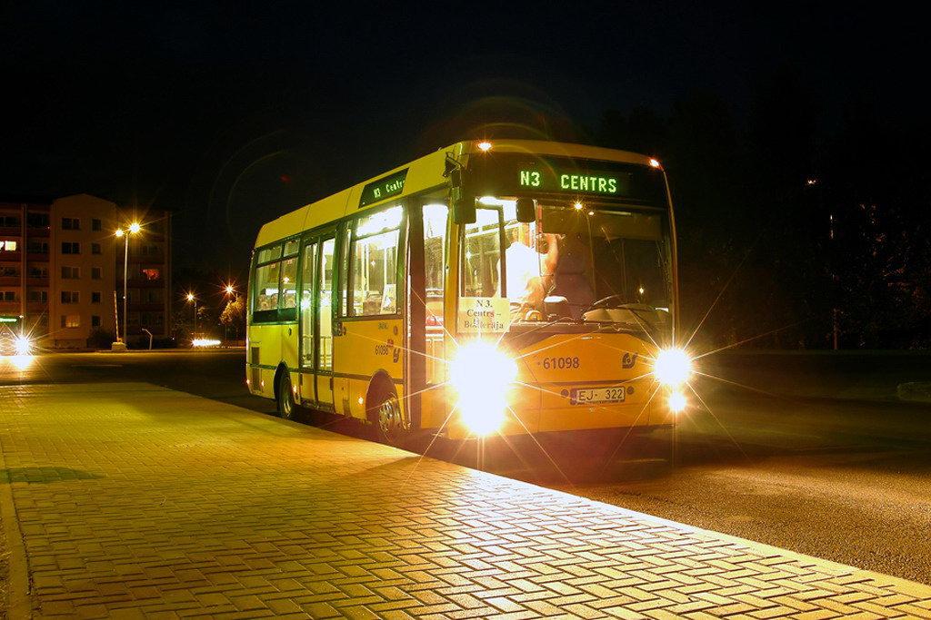 В ночных автобусах и троллейбусах появятся контроллеры
