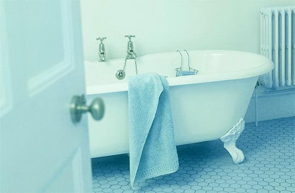 Девушку ударило током во время принятия ванны