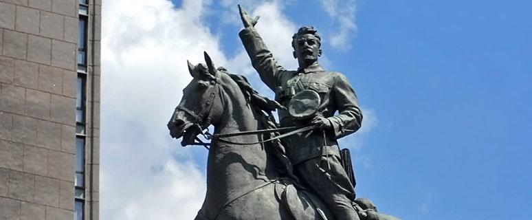 Памятник Щорсу на бул. Шевченко не спешат демонтировать