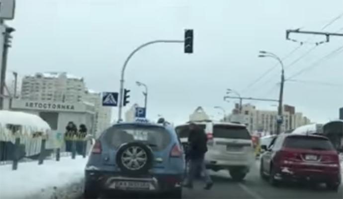 Драка на Оболони: на дороге подрались водители