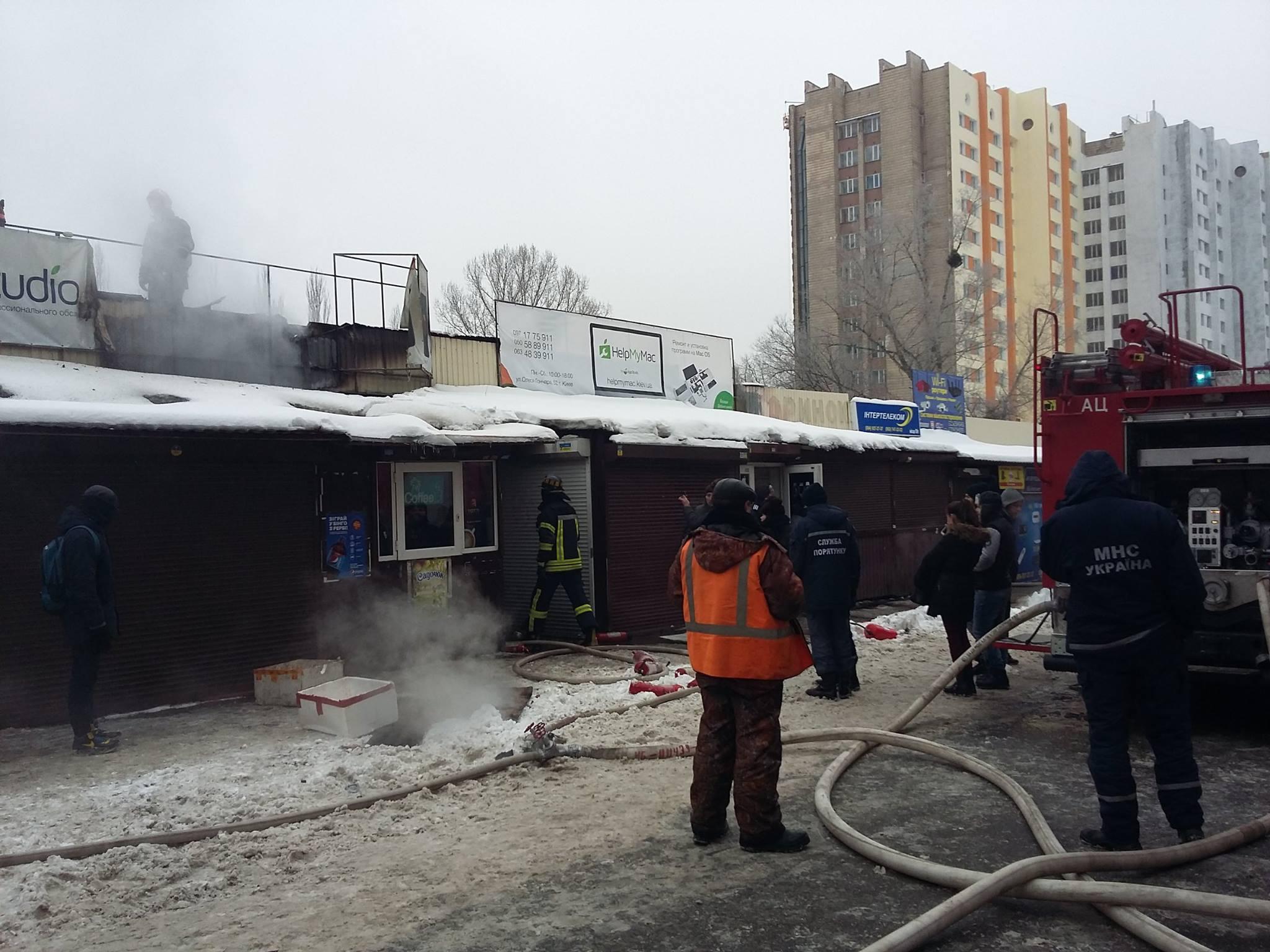 В результате пожара на радиорынке в Киеве сгорел один павильон