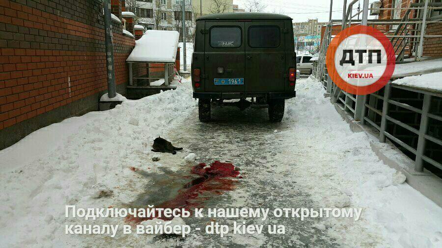 В больнице умер 3-летний ребенок, который упал с окна дома на Позняках