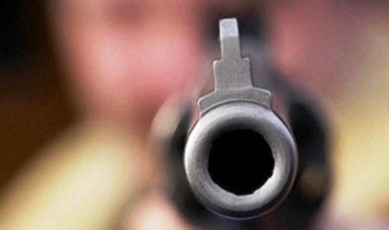 """На Борщаговке таксист """"случайно"""" выстрелил в лицо пассажира"""