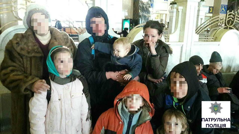 Отец-тиран выгнал жить на улицу родных детей