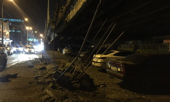 В Киеве обвалился Шуляский путепровод