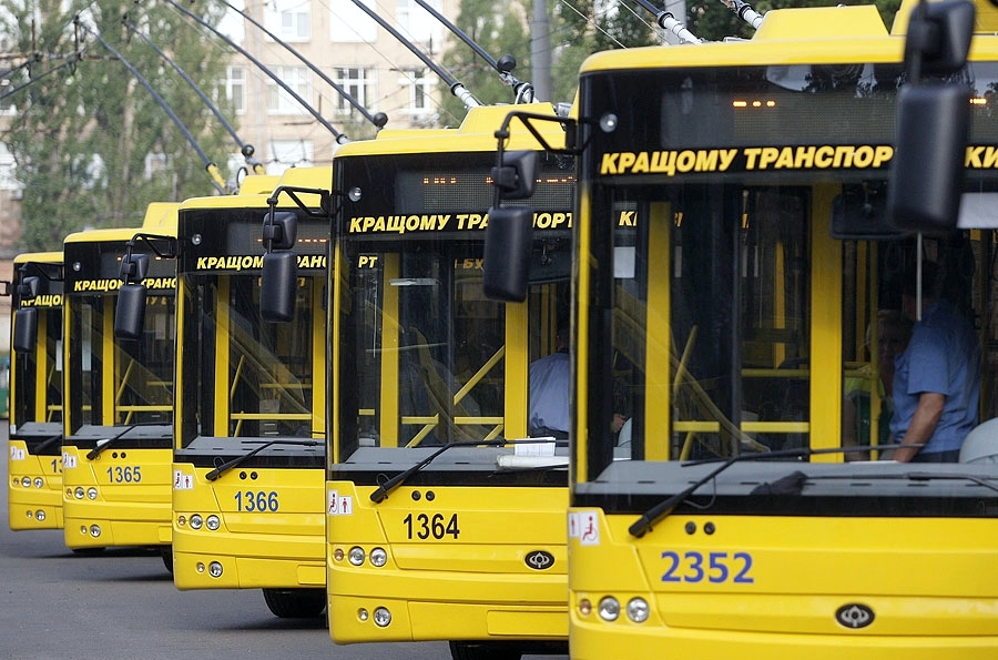 Из-за обвала Шулявского моста пришлось изменить маршруты нескольких троллейбусов