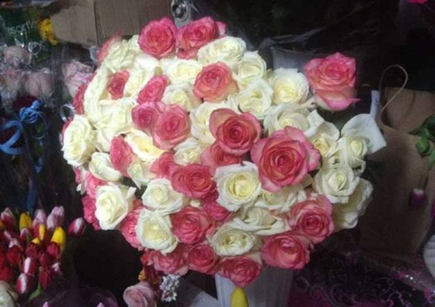 фото с букетом цветов девушки
