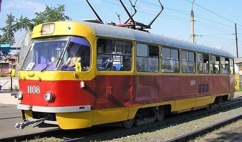 Киевлянина побили и ограбили в трамвае