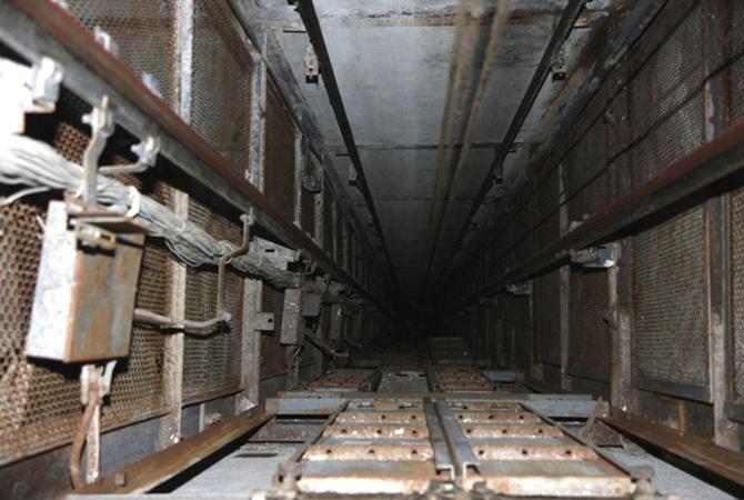 В недостроенном доме мужчина упал с 8-го этажа в шахту лифта