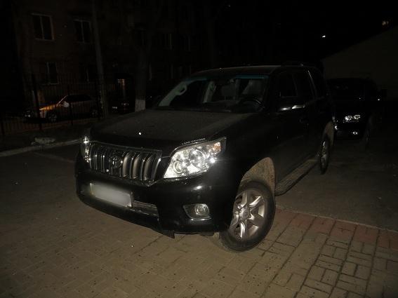 В Киеве автоугонщик ранил хозяйку автомобиля, который пытался угнать