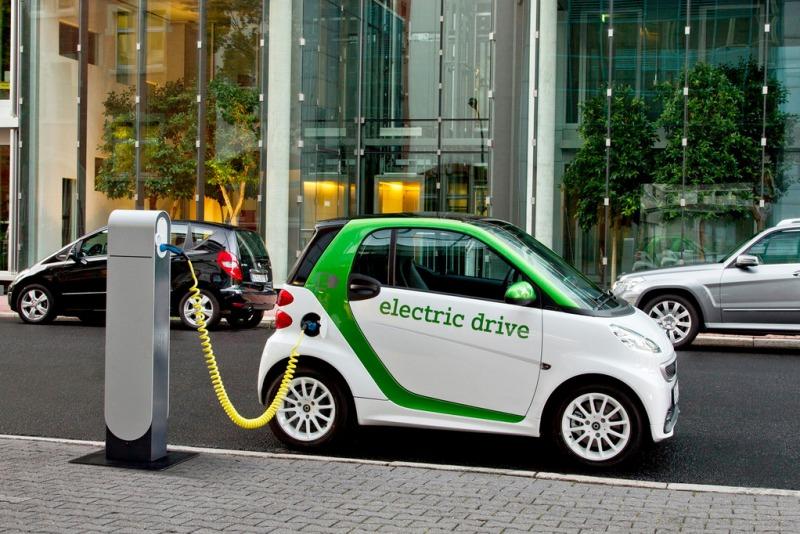 Владельцам электромобилей разрешат бесплатно парковаться