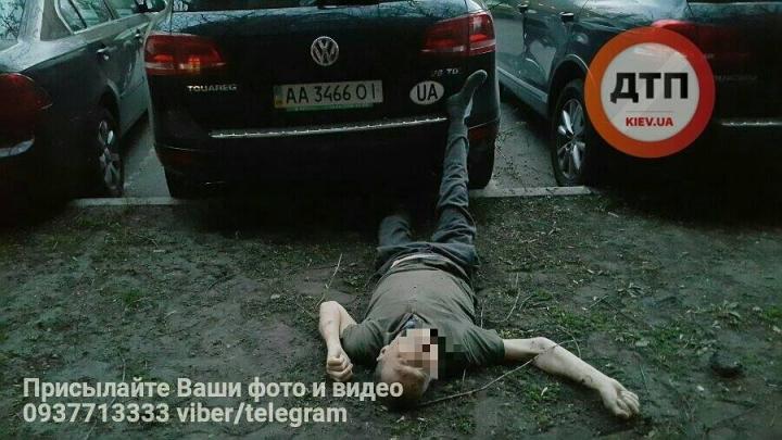 В Киеве мужчина после операции выбросился с 13 этажа