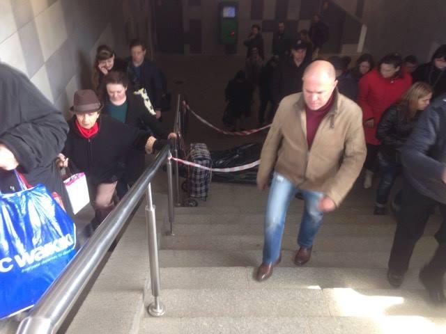 """В переходе на станции """"Левобережная"""" умер пожилой мужчина"""