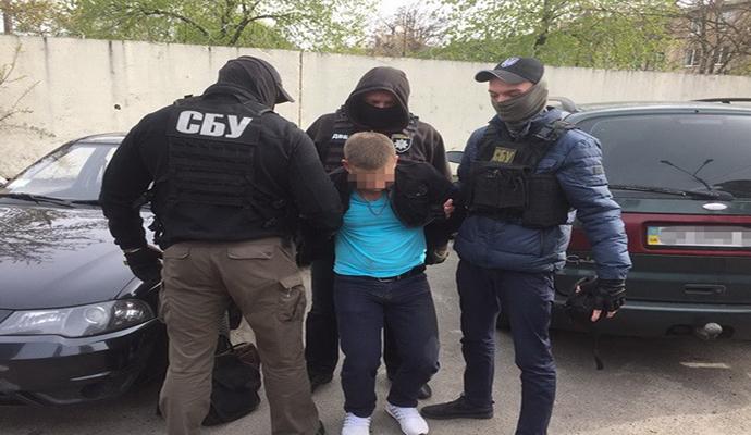 Киевский следователь попался на взятке в 100 000 гривен