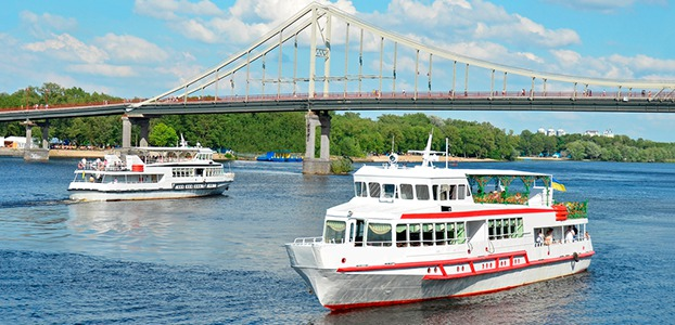 В Киеве стартовал сезон морских прогулок по Днепру