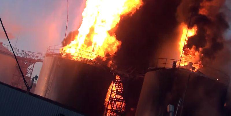 На нефтебазе под Киевом произошел взрыв