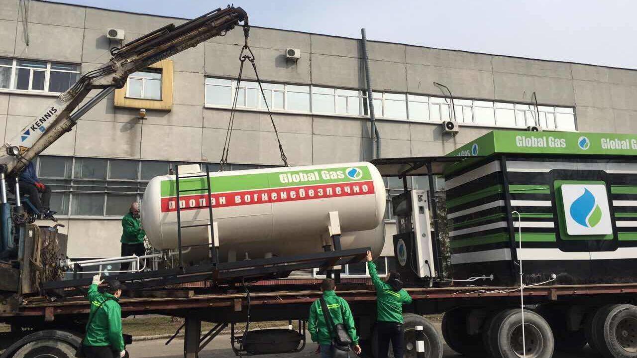В КГГА пообещали до конца недели убрать незаконные газовые заправки