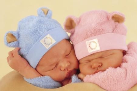 Приданое для малыша: готовимся в роддом и выбираем шапочку