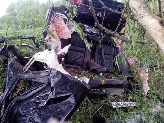 Жуткое ДТП за Киевом: автомобиль разорвало на части