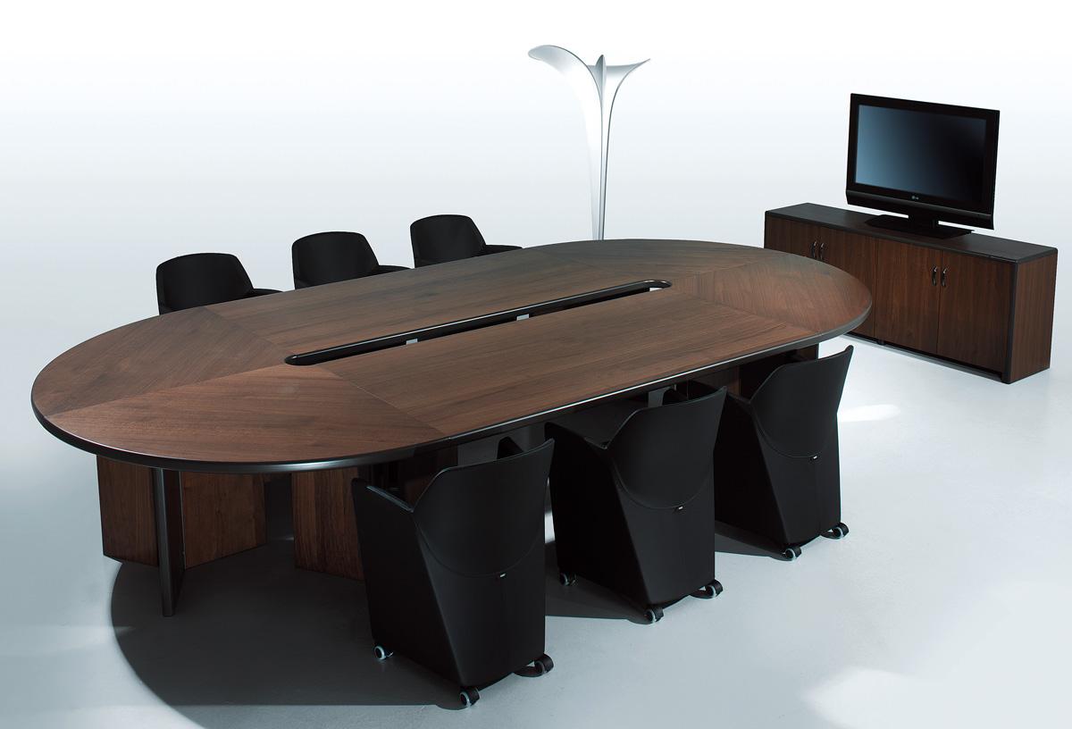 Почему стол для переговоров овальной формы подходит больше всего?