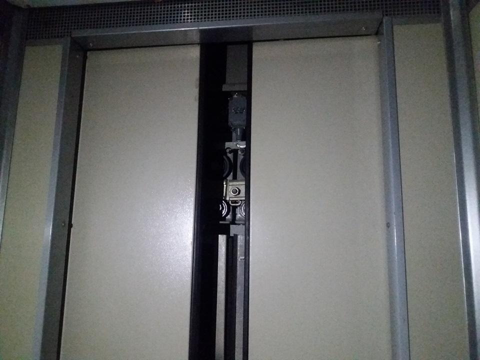 В КГГА обещают наказать чиновников, по вине которых дети застряли в лифте