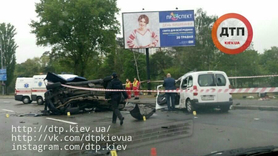 На Броварском проспекте в жутком ДТП погибли три человека