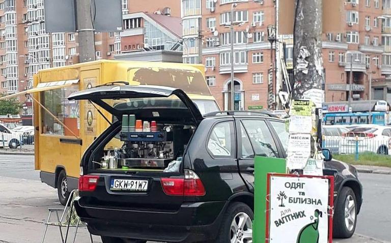 Владелец внедорожника переоборудовал свое авто под кофемашину