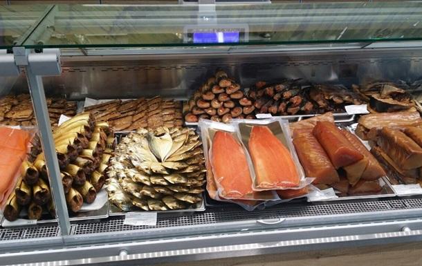 В Киеве трое людей отравились рыбой. Один умер