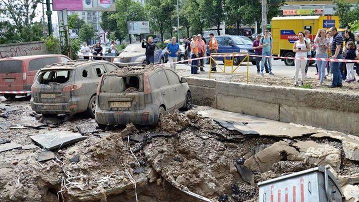 В Голосеевском районе случилась масштабная коммунальная авария