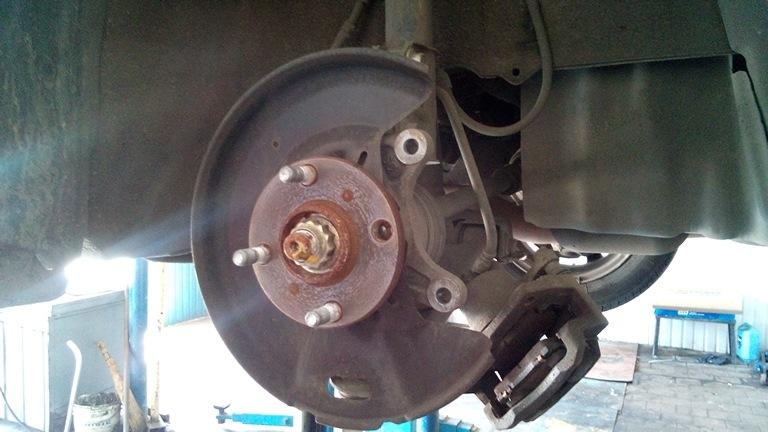 Что делать, если шиномонтажник сорвал резьбу на шпильке авто?