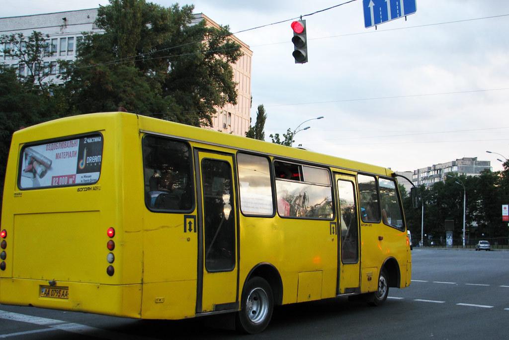 Пожилой женщине оторвало ногу в киевской маршрутке