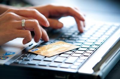 Почему кредиты онлайн брать зачастую выгоднее, чем оформлять займы в банках?